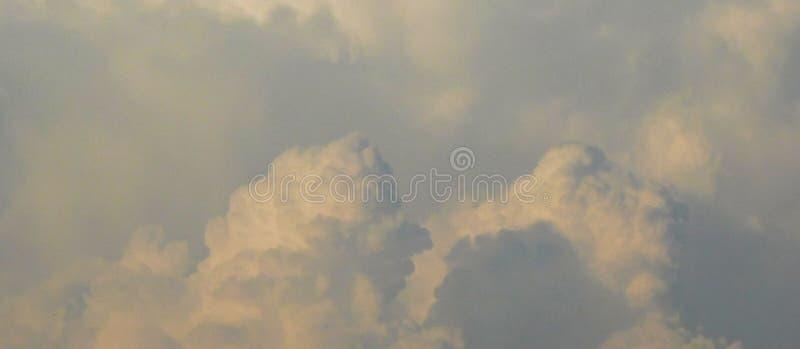 Σύννεφα επάνω στα σύννεφα στοκ φωτογραφία με δικαίωμα ελεύθερης χρήσης