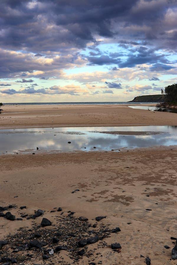 Σύννεφα ηλιοβασιλέματος πέρα από τον κολπίσκο Coffs στοκ φωτογραφίες με δικαίωμα ελεύθερης χρήσης