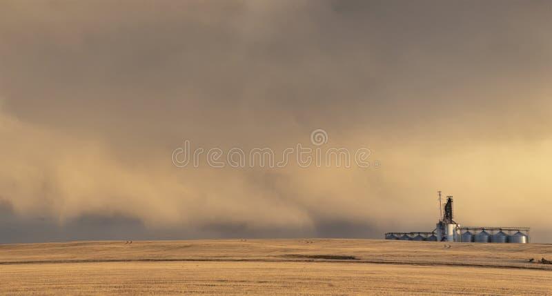 Σύννεφα θύελλας λιβαδιών στοκ φωτογραφία
