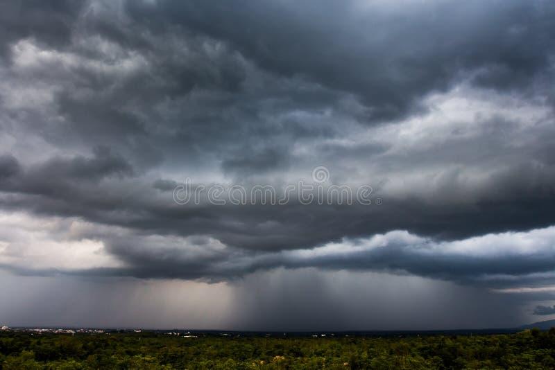 Σύννεφα θύελλας με τη βροχή στοκ φωτογραφίες με δικαίωμα ελεύθερης χρήσης