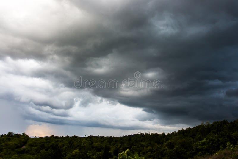 Σύννεφα θύελλας με τη βροχή στοκ εικόνες με δικαίωμα ελεύθερης χρήσης