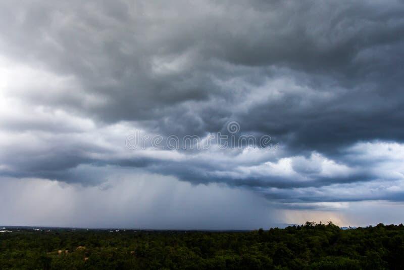 Σύννεφα θύελλας με τη βροχή στοκ εικόνα με δικαίωμα ελεύθερης χρήσης