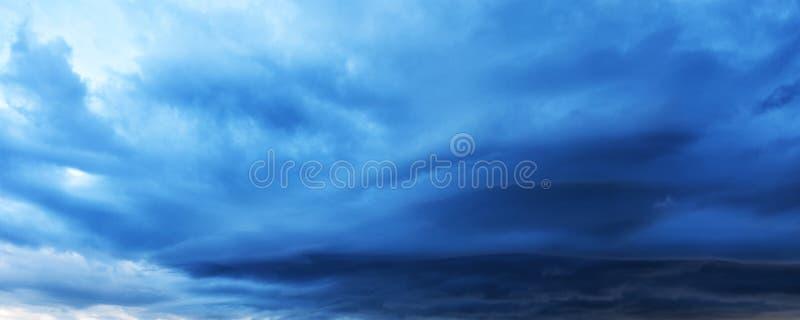 Σύννεφα θύελλας, φυσικό υπόβαθρο τέλειο για έναν ιστοχώρο στοκ εικόνα με δικαίωμα ελεύθερης χρήσης