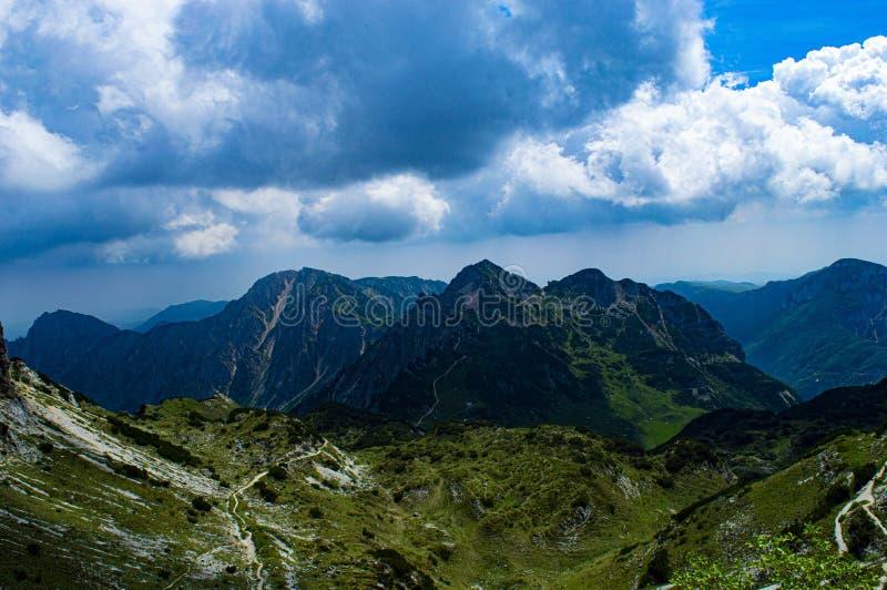 Σύννεφα και βουνά Carega στοκ φωτογραφία