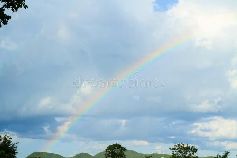 Σύννεφα και ουράνιο τόξο στοκ φωτογραφία με δικαίωμα ελεύθερης χρήσης