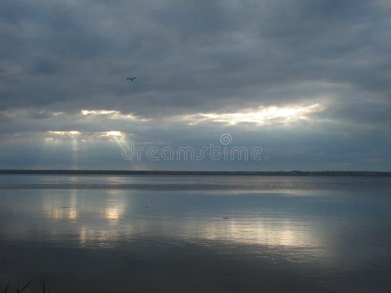 Σύννεφα πέρα από την εκβολή στοκ φωτογραφία με δικαίωμα ελεύθερης χρήσης
