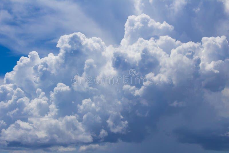 Σύννεφα πέρα από την παραλία στοκ φωτογραφία με δικαίωμα ελεύθερης χρήσης