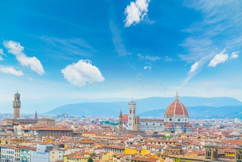 Σύννεφα πέρα από τη εικονική παράσταση πόλης της Φλωρεντίας στοκ εικόνα
