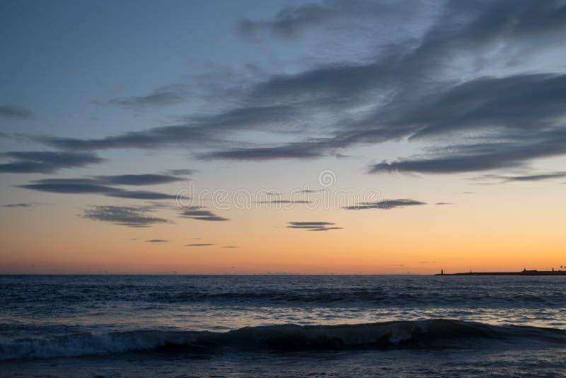 σύννεφα πέρα από τη θάλασσα στοκ εικόνες