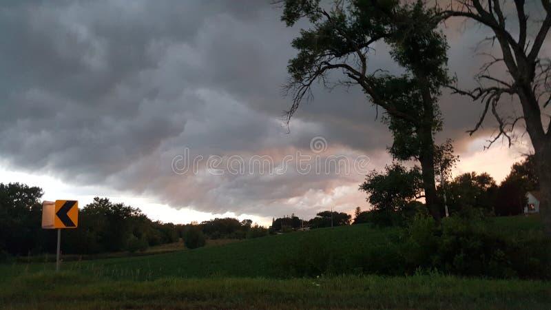 Σύννεφα που κυλούν κοντά στοκ εικόνα