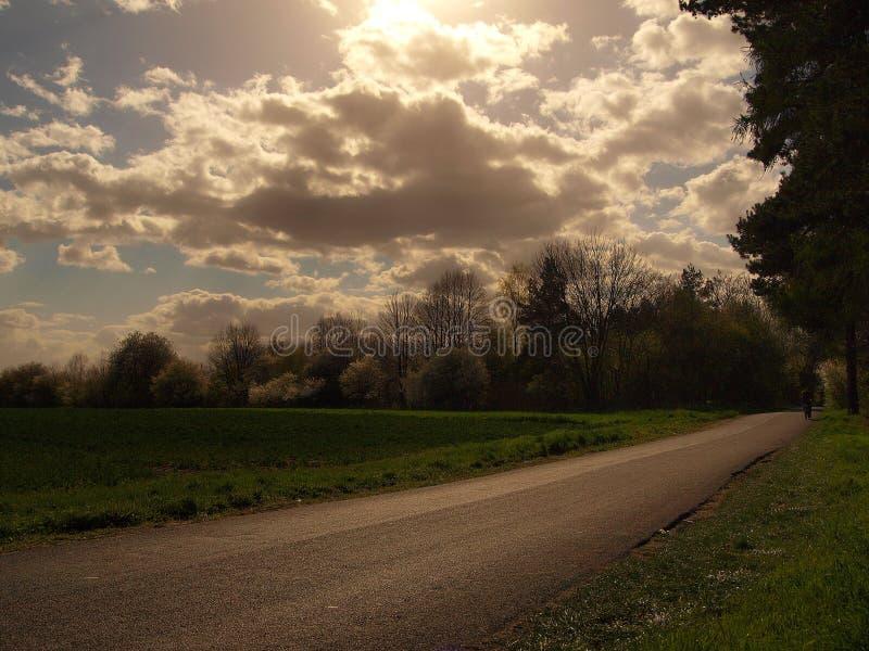 σύννεφα στον τρόπο στοκ φωτογραφίες με δικαίωμα ελεύθερης χρήσης