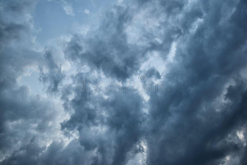 Σύννεφα υποβάθρου πριν από τη καταιγίδα για τις ανάγκες σας στοκ εικόνες με δικαίωμα ελεύθερης χρήσης