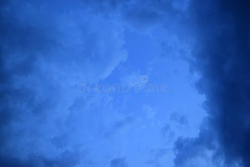 Σύννεφα υποβάθρου πριν από τη καταιγίδα για τις ανάγκες σας στοκ φωτογραφία με δικαίωμα ελεύθερης χρήσης