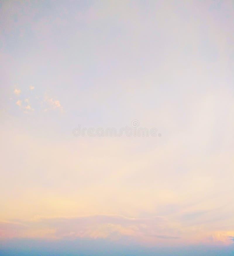 Σύννεφα Icecrystal στο ηλιοβασίλεμα στοκ εικόνες