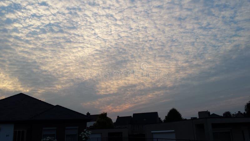 Σύννεφα Lommel Βέλγιο Ιούλιος ουρανού στοκ εικόνες