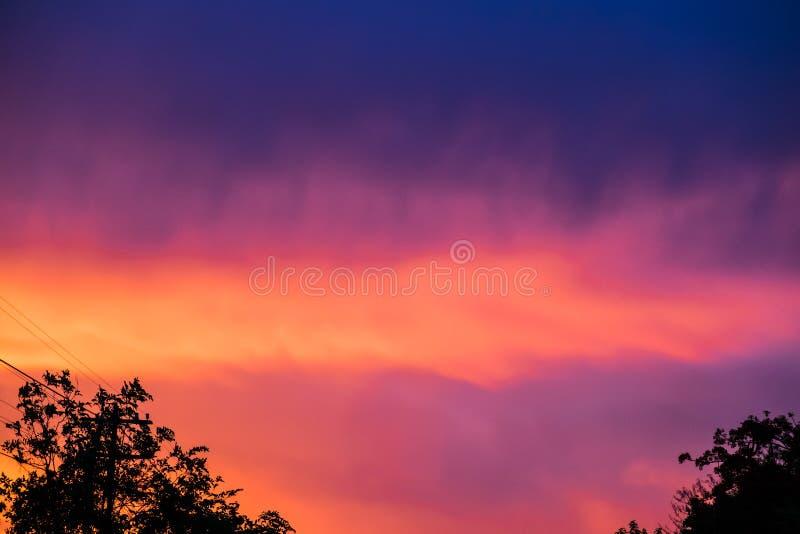 Σύννεφο ζωηρόχρωμο στο ηλιοβασίλεμα στοκ εικόνες