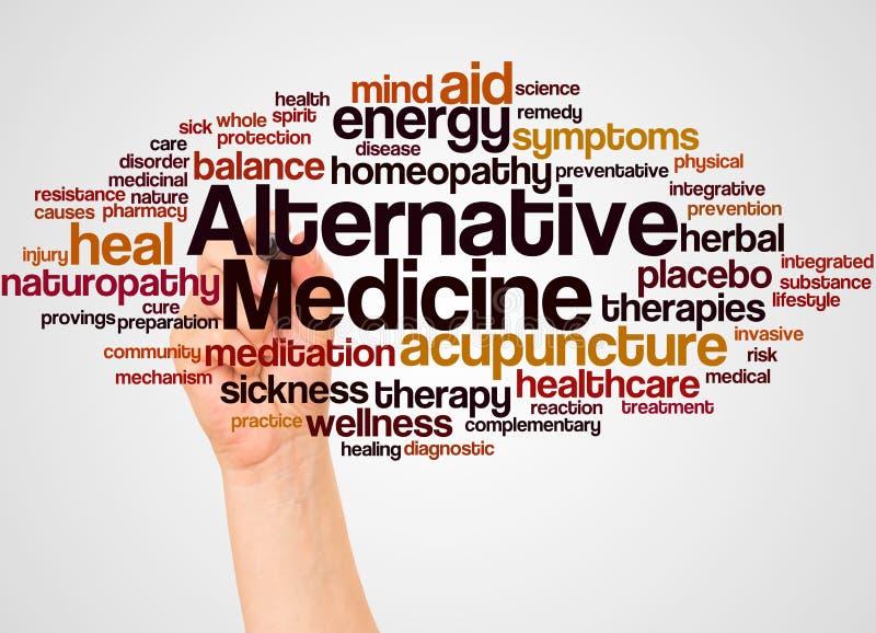 Σύννεφο και χέρι λέξης εναλλακτικής ιατρικής με την έννοια δεικτών απεικόνιση αποθεμάτων