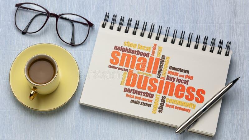 Σύννεφο λέξεων για μικρές επιχειρήσεις σε ένα βιβλίο στοκ εικόνες με δικαίωμα ελεύθερης χρήσης