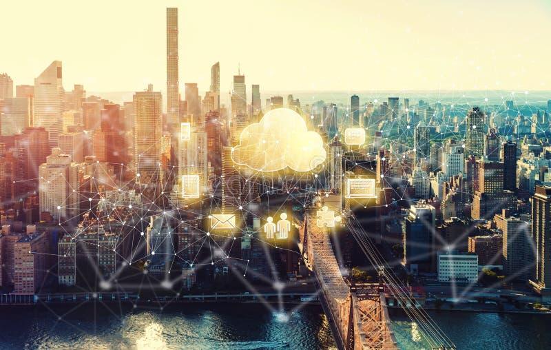 Σύννεφο που υπολογίζει με την πόλη της Νέας Υόρκης στοκ φωτογραφία με δικαίωμα ελεύθερης χρήσης