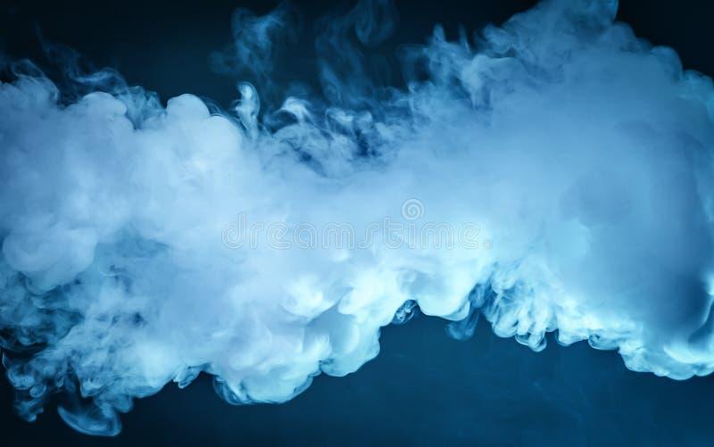 Σύννεφο του ατμού μπλε σκοτεινό άπειρο ανασκόπησης στοκ φωτογραφίες