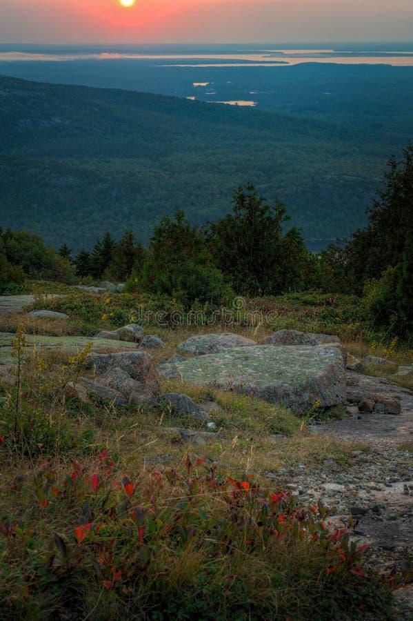 Σύνολα ήλιων πέρα από το βουνό Cadillac στοκ φωτογραφίες