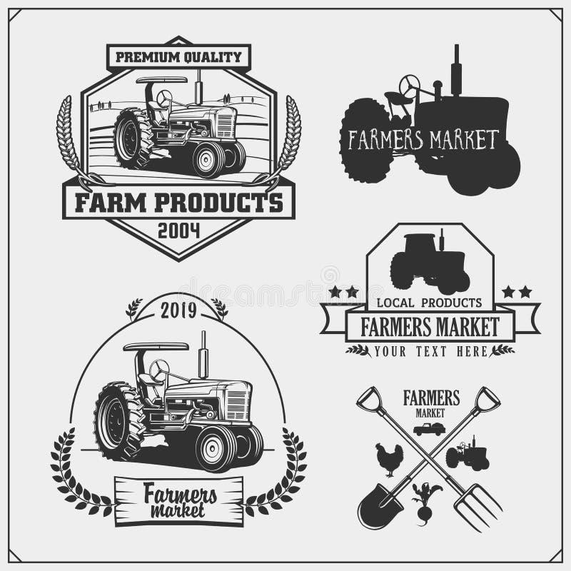 Σύνολο εμβλημάτων, λογότυπων και ετικετών αγοράς αγροτών με το τρακτέρ ελεύθερη απεικόνιση δικαιώματος