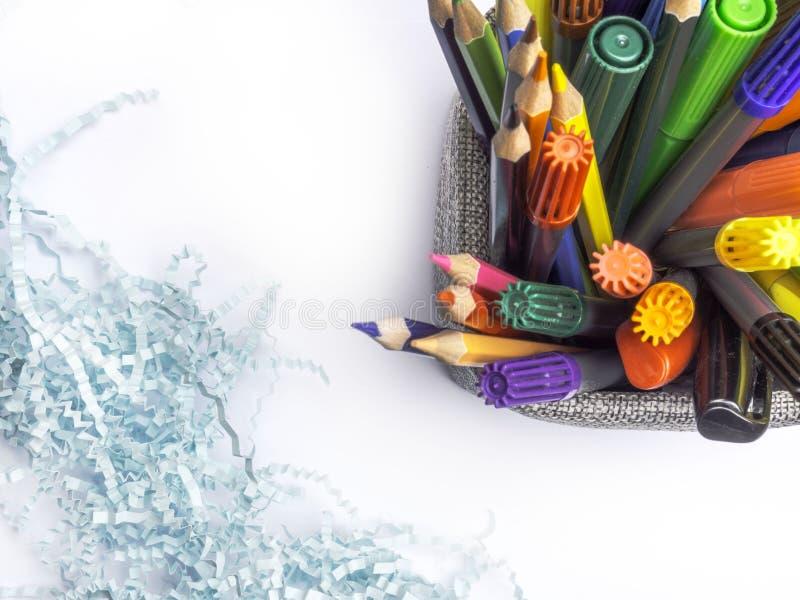 Σύνολο καλαθιών κατόχων των μολυβιών και των στυλών που απομονώνονται στο άσπρο υπόβαθρο στοκ φωτογραφίες με δικαίωμα ελεύθερης χρήσης