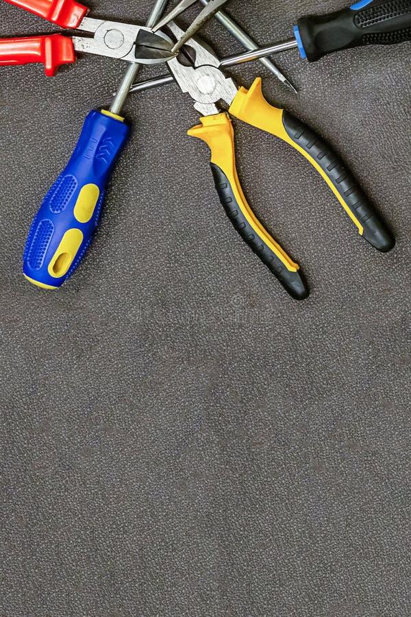 Σύνολο κατσαβιδιού εργαλείων χεριών με το μπλε λαστιχένιο διάστημα αντιγράφων εγχώριας επισκευής πενσών λαβών στοκ φωτογραφία με δικαίωμα ελεύθερης χρήσης
