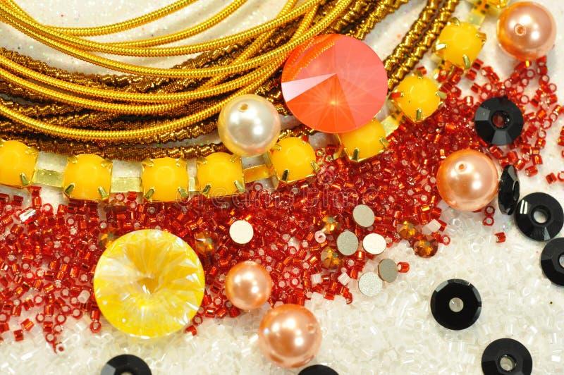 Σύνολο κρυστάλλων στα διάφορα χρώματα με τα έντονα φω'τα στοκ φωτογραφίες με δικαίωμα ελεύθερης χρήσης