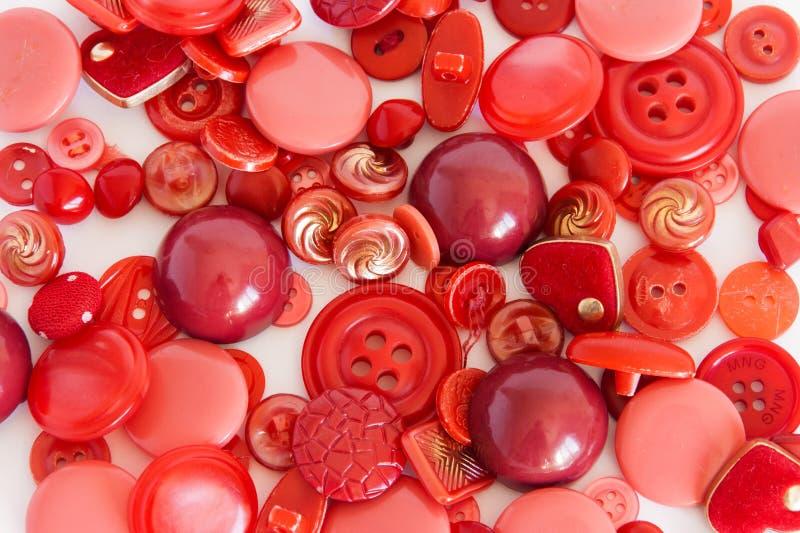 Σύνολο κόκκινου χρώματος κουμπιών ραψίματος Υπόβαθρο στοκ εικόνες