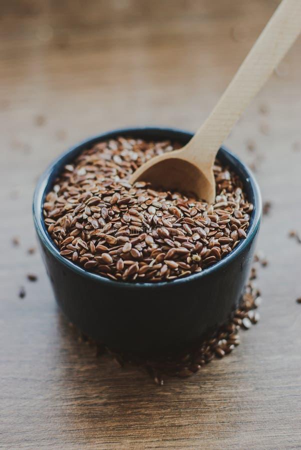 Σύνολο κύπελλων καφετιού flaxseed ή του λιναρόσπορου στοκ εικόνες