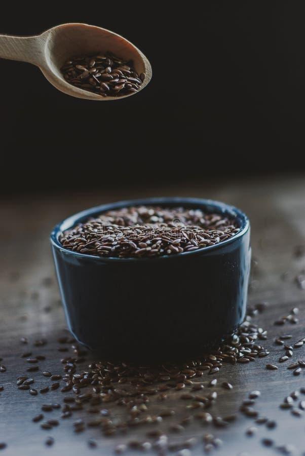Σύνολο κύπελλων καφετιού flaxseed ή του λιναρόσπορου στοκ φωτογραφίες