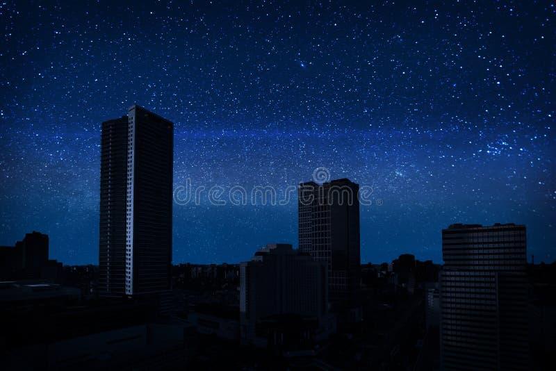 Σύνολο ουρανού των αστεριών στη σκοτεινή πόλη στοκ φωτογραφία με δικαίωμα ελεύθερης χρήσης