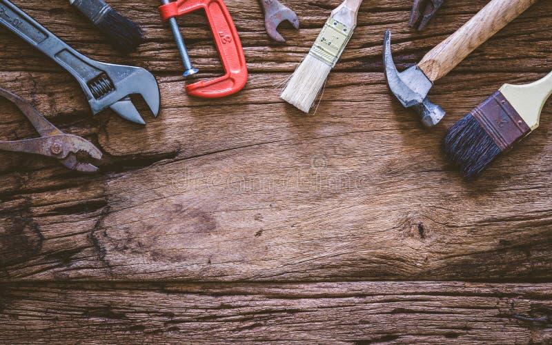 Σύνολο σκουριασμένων εργαλείων ανακαίνισης στο γρανάζι εικόνα χώρου φόντο οργάνων κατασκευής με έννοια κενού χώρου στοκ εικόνα