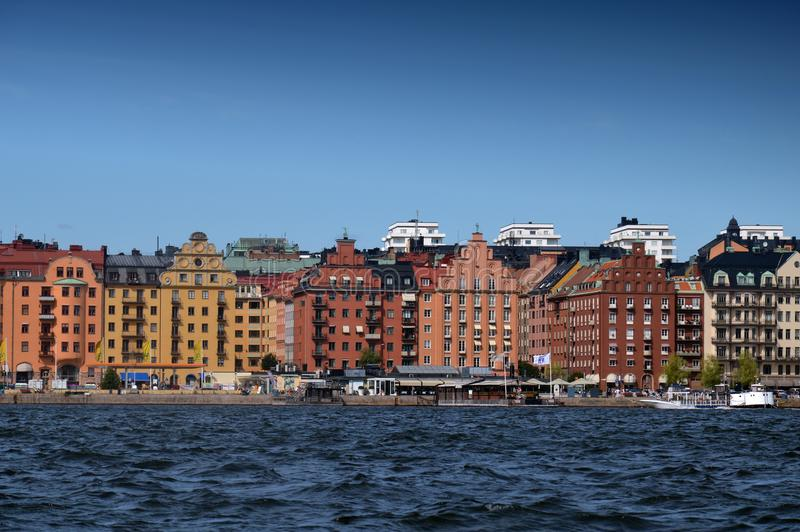 Σύνολο τακτοποίησης ακτών των εικονικών κτηρίων στο λιμένα του brygga Kungsholmstorg στη Στοκχόλμη, Σουηδία στοκ φωτογραφία