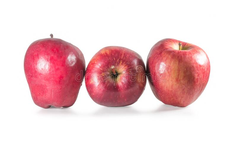 Σύνολο τριών νωπών κόκκινων μήλων με σταγόνες απομονωμένες σε λευκό φόντο στοκ εικόνες με δικαίωμα ελεύθερης χρήσης