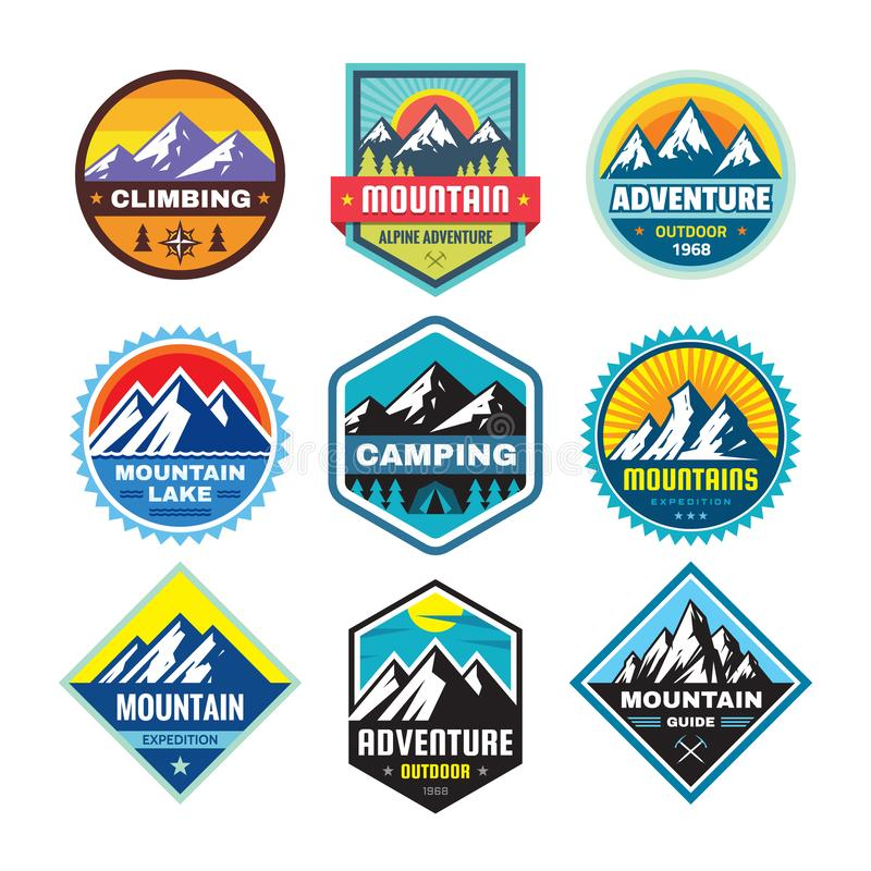Σύνολο υπαίθριων διακριτικών έννοιας περιπέτειας, έμβλημα θερινής στρατοπέδευσης, λογότυπο ορειβασίας στο επίπεδο ύφος Ακραία αυτ διανυσματική απεικόνιση