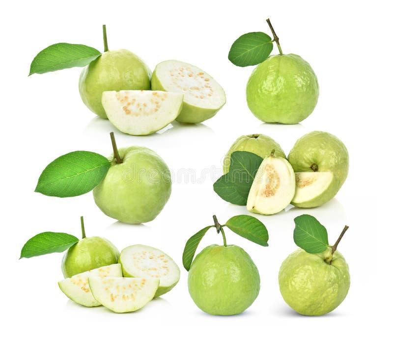 Σύνολο φρέσκων φρούτων γκοϋαβών που απομονώνεται στο άσπρο υπόβαθρο στοκ εικόνες