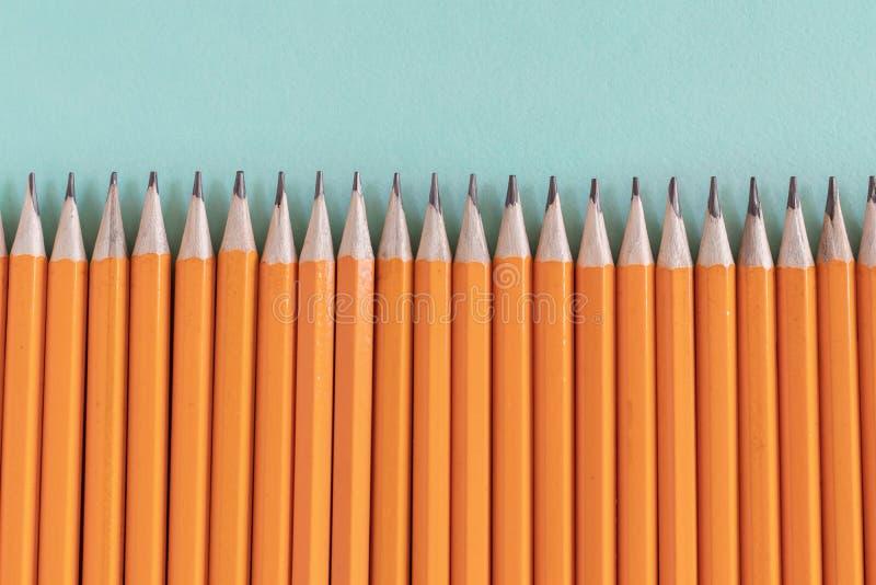Σύνορα των ακονισμένων πορτοκαλιών μολυβιών, με το διάστημα αντιγράφων στοκ εικόνες με δικαίωμα ελεύθερης χρήσης