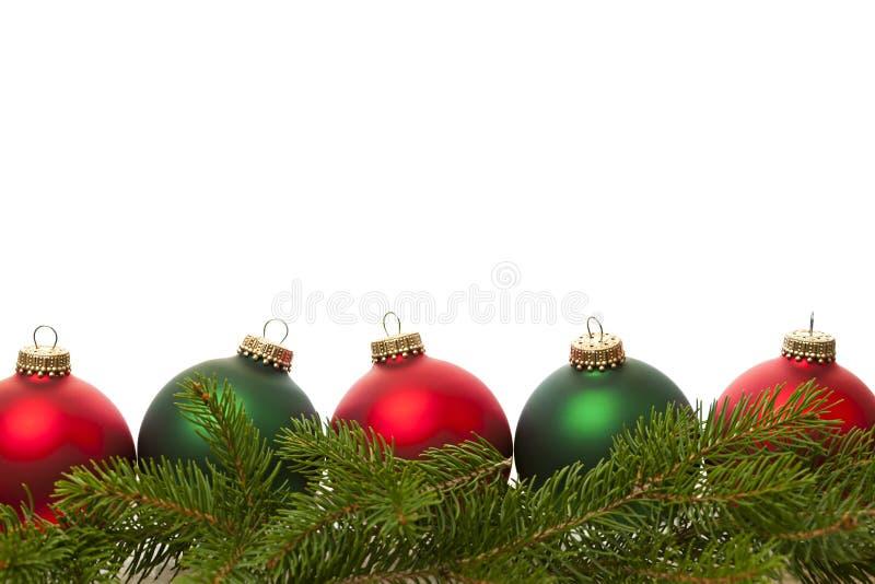 Σύνορα των πράσινων και κόκκινων σφαιρών Χριστουγέννων στοκ εικόνες με δικαίωμα ελεύθερης χρήσης