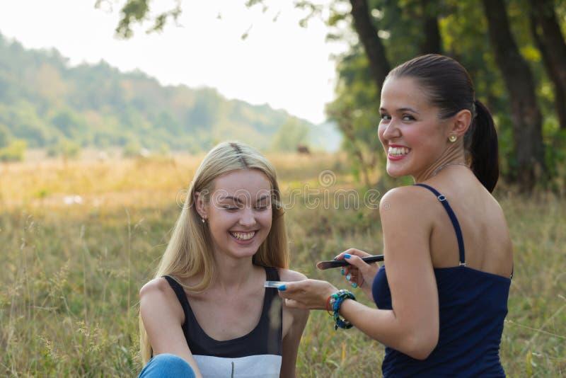 Σύνοδος Makeup στη φύση στοκ φωτογραφίες