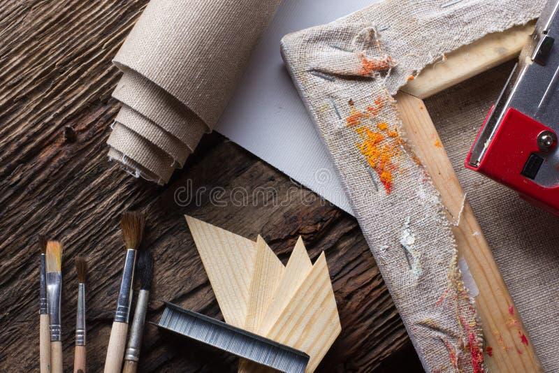 Σύνολο βουρτσών για τη ζωγραφική, καμβάς, stapler, βάσεις, subframe στοκ εικόνα με δικαίωμα ελεύθερης χρήσης
