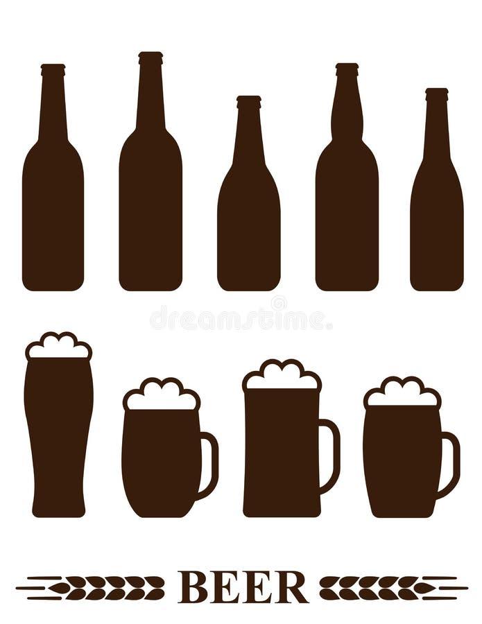 Σύνολο μπουκαλιού και κούπας μπύρας με τον αφρό απεικόνιση αποθεμάτων