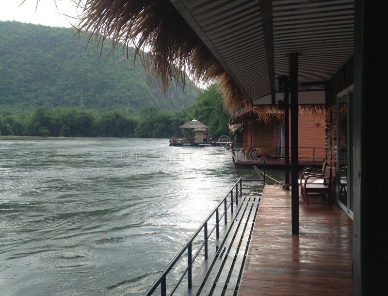 Σύνολο στην όχθη ποταμού στοκ φωτογραφία με δικαίωμα ελεύθερης χρήσης