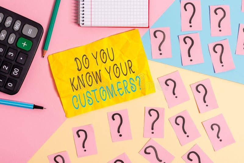 Σύνταξη σημείωσης που δείχνει αν γνωρίζετε ότι οι πελάτες σας ρωτούν Παρουσίαση επιχειρηματικής φωτογραφίας που ζητά να αναγνωρισ στοκ φωτογραφία