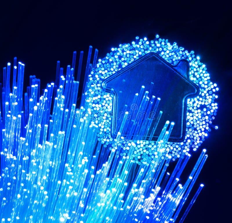 Σύνδεση οπτικών ινών στην οπτική σύνδεση housefiber στο σπίτι ελεύθερη απεικόνιση δικαιώματος