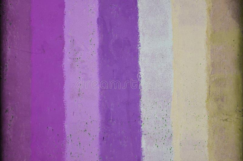 Σύσταση ενός παλαιού τοίχου μετάλλων, που χρωματίζεται σε αρκετοί το διαφορετικό χρώμα στοκ εικόνες