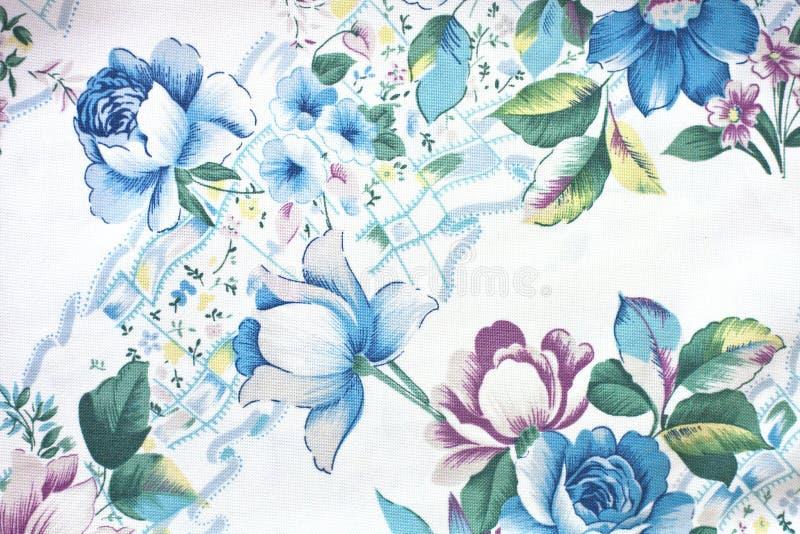 Σύσταση λουλουδιών στο άσπρο βαμβάκι στοκ φωτογραφία με δικαίωμα ελεύθερης χρήσης
