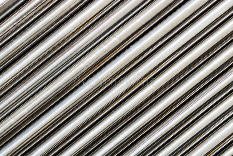 Σύσταση του είδους σωλήνων χάλυβα χρωμίου στο διαγώνιο, αφηρημένο υπόβαθρο στοκ φωτογραφίες με δικαίωμα ελεύθερης χρήσης