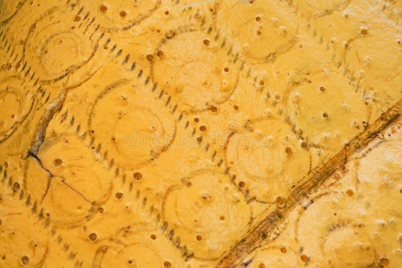 Σύσταση του παλαιού κίτρινου λάστιχου αφρού με τα ίχνη ελατηρίων στοκ φωτογραφία με δικαίωμα ελεύθερης χρήσης